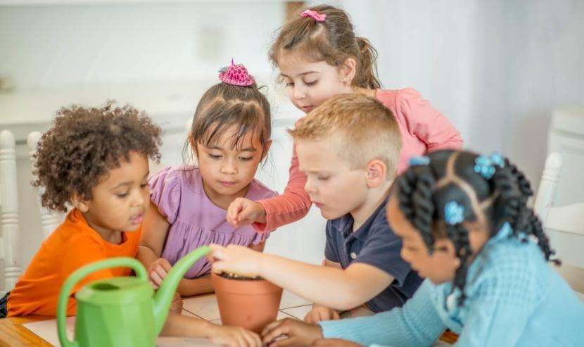 Comparing Preschool Philosophies: Montessori | PBS KIDS for